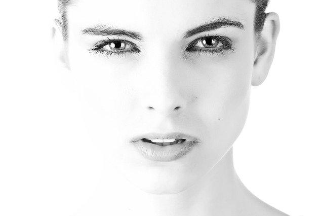ženský obličej